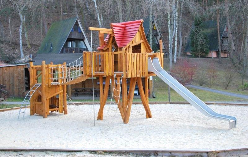 Pardes verde parchi giardini e distributore giochi for Case in legno sugli alberi